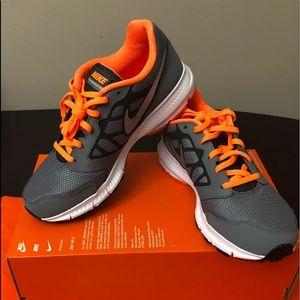 NIB Authentic Nike Downshifter 6 (GS/PS) 6Y